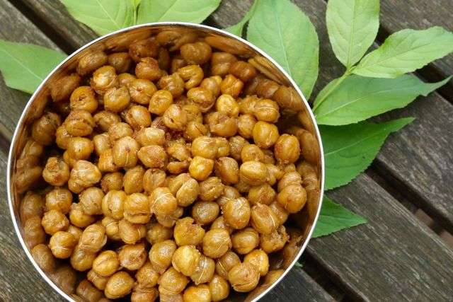 Brown sugar cayenne roasted chickpeas